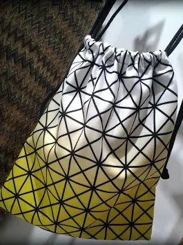 Fotonuovi arrivi bellissime le borse-zaino in PET riciclato con disegni POP.