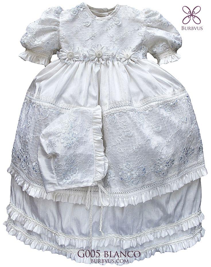 Ropon para niña modelo G005 Disponible en Seda color blanco (imagen) y marfil. Hecho a mano, desmontable, incluye gorrito que le combina #christeninggowns #bautizo #ropones