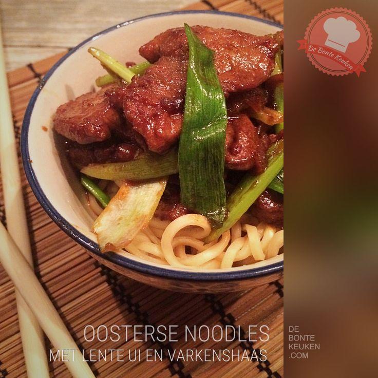 DeBonteKeuken: Oosterse noodles met varkenshaas  (vlees, varkenshaasjes, lente ui, ui, knoflook, ketjap, sojasaus, 5 Chinese kruiden-poeder, oestersaus, bruine suiker , avondeten, maaltijd, makkelijk, simpel, recept)