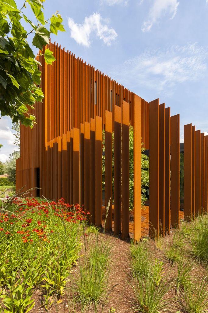 Corten Stahl Sichtschutz im Garten