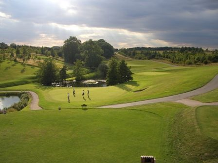 The signature holes on The Lakes Course are the par 3 10th and the par 4 18th, both right in front of the clubhouse.