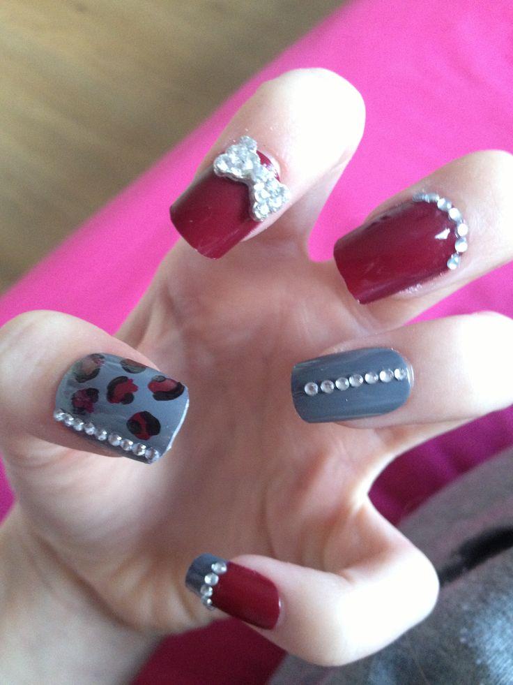 nail art grey and burgundy