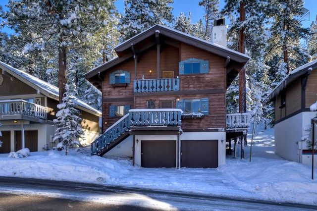 This ski chalet is only blocks away from the lifts at Heavenly Ski Resort. - Classic ski retreat short distance from Heavenly lifts - Tahoe Chalet - South Lake Tahoe - rentals