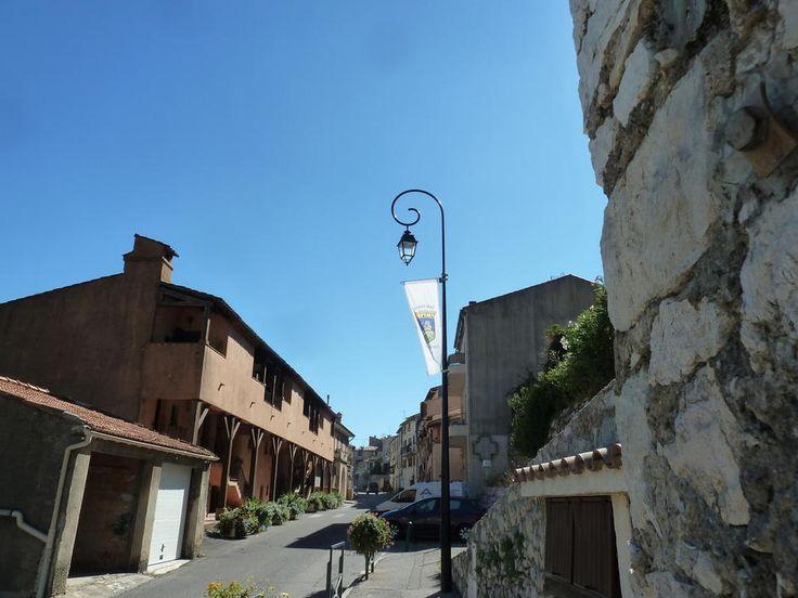 St Jeannet: l'entrée du village