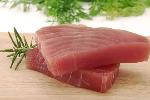 Conoce las razones del por qué el muy popular atún enlatado no es tan sano como creen muchos.