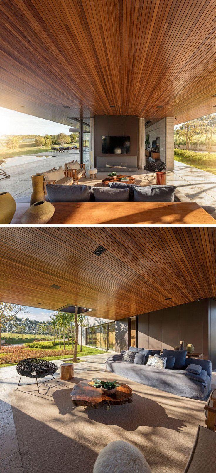 plafond bois et sol en pierre, meubles design et table en bois fossilisé - maison design