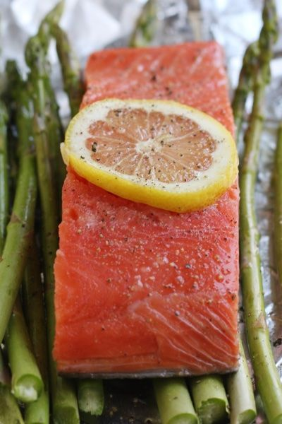 Salmon in foil with asparagus - it is fool proof and healthy!