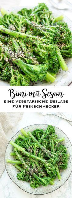 Bimi mit Sesam ist ein einfaches und vegetarisches Beilagen-Rezept, das so auch mit Brokkoli oder grünen Bohnen funktioniert. Der Vorteil bei Bimi sind die weichen Stängel, die mitgegessen werden können. Außerdem brauchen sie nur wenige Minuten zu kochen. Bimi ist eine Kreuzung aus Brokkoli und Kai-lan (Kai-lan ist ein asiatische Blattkohl-Sorte). Einfache Gesunde Rezepte - Elle Republic #bimi #brokkol #salat #beilage #gesund #kochen #rezept #vegan #vegetarish #glutenfrei #asiatisch…