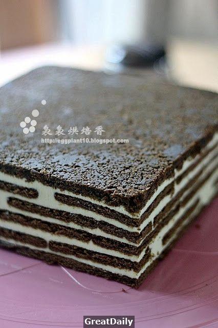 不久前看到這個蛋糕相續出現在幾位馬來網友的部落格,評語也都讚賞有加,立刻把冰箱裡2KG的乳酪 給開封了,用了1KG做了兩個蛋糕送人:P 個人覺得蛋糕不錯,就像吃重乳酪蛋糕那樣,夾著軟化的馬里 餅,另有...
