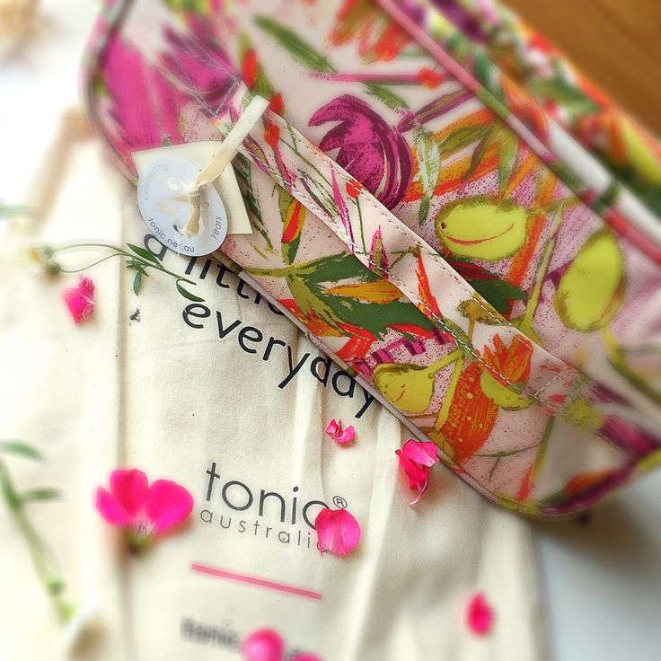 Review for Tonic Australia Makeup bag/organiser   #tonicaustralia #makeupbag #makeuporganizer #LeonieMoss #NewShoots #beauty #beautyproduct