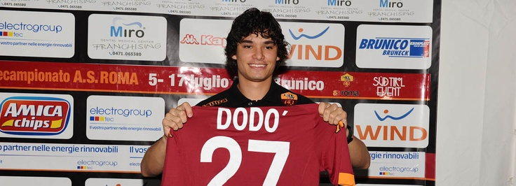 """Riscone, 10/7/2012. Dodò: """"Thanks Roma for believing in me""""    The new, young Brazilian signing was unveiled in a press conference following this morning's training session. """"The Giallorossi had been following me for a while and they showed real interest."""" Sporting director Walter Sabatini's introduction: """"He's a terrific player and will make the fans proud"""" » More http://www.asroma.it/en/news/news.html?id=5802"""