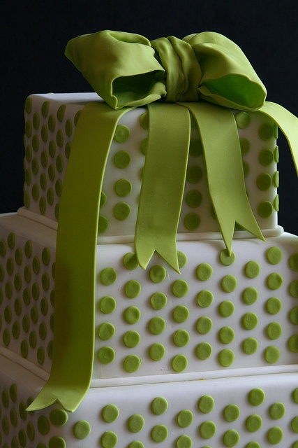 Green Polka Dot Cake... @Jennifer Scott you can make this my friend.  :)  <3