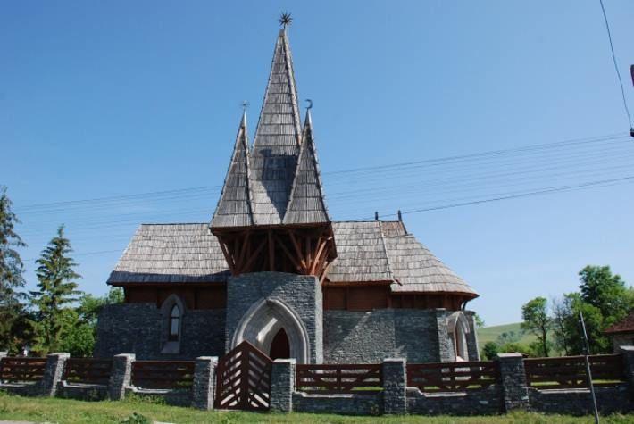 Makovecz Imre tervezte - Árpád-kori templom alapjaira épített új templom - Vargyas - Székelyföld - Erdély