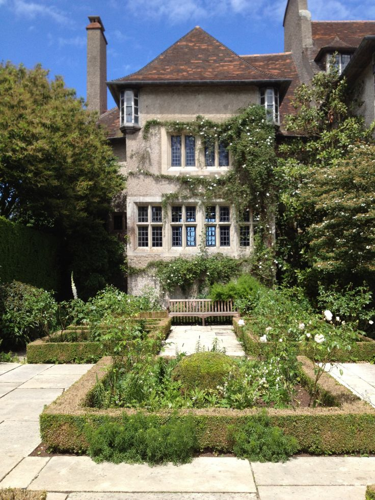 Les Bois Des Moutiers in Normandy. Edwin Lutyens architect. Gertrude Jekyll garden designer, famous for creating gardens that feel like series of outside rooms. Each one has its own scheme of colour, scent, and seating.
