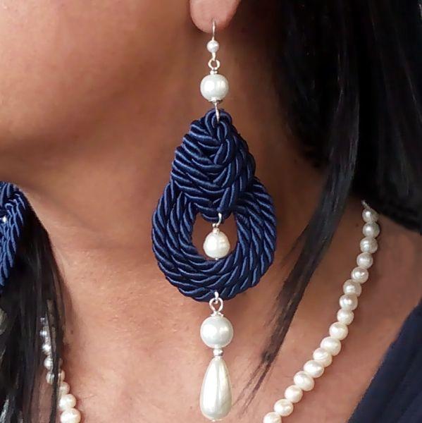 Orecchini+blu+nodi+celtici+e+perle+pendenti+di+Athiss+su+DaWanda.com