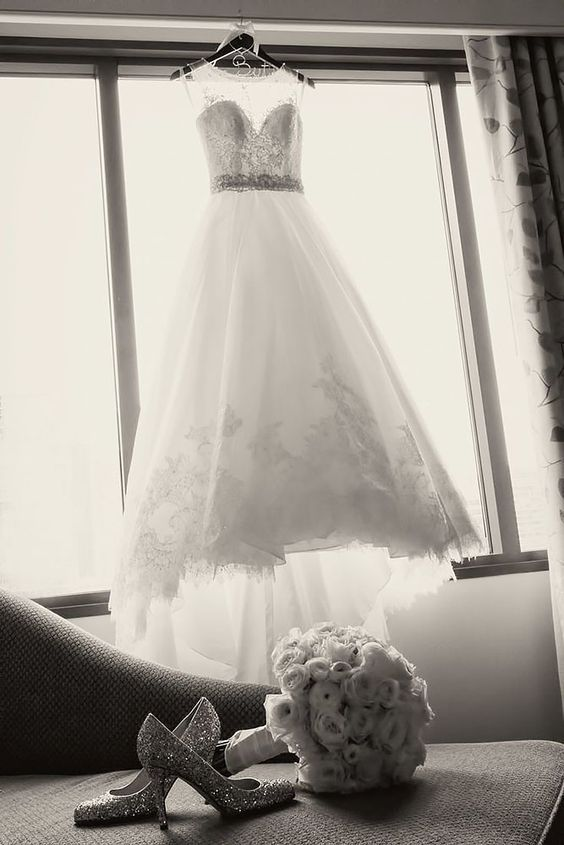 48 Must Take Photos Of Your Wedding Dress – Weddings