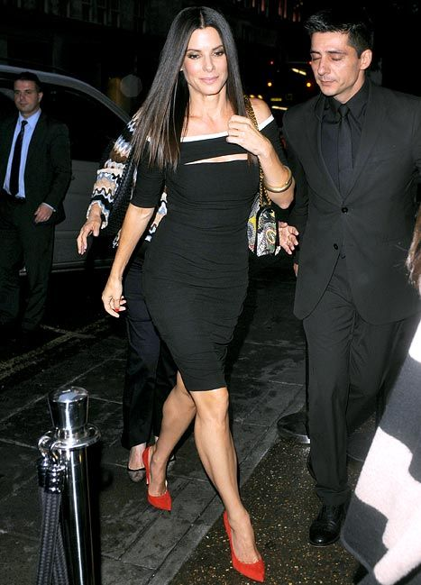 Sandra Bullock) stepping out at a London premier an looking just gorgeous as always! Another favorite!