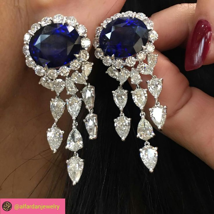 Spotted at @karensuenfinejewellery magnificent sapphire and diamond earrings  #alfardanjewelry #karensuenfinejewellery  #sapphire#diamond
