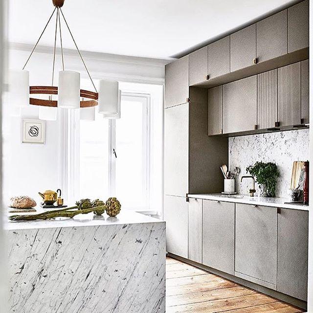 Dreamkitchen, regram: @dustjacket_ #homeinspo #detaljer #details #inred #inreda #inspo #inredning #inredningsdesign #inredningsdetaljer #Dekorette #scandianvianhomes #scandinaviandecor #scandinaviandesign #interior #interiör #interiors #interiordesign #interiör #dekorette.se #kitcheninspo #kitchen #marblekitchen #kök #köksinspiration