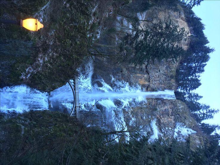 Multnomah in the Winter #awktravels #oregon #multnomah #travel #exploregon #multnomahfalls #waterfall #hiking #thingstodoinportland