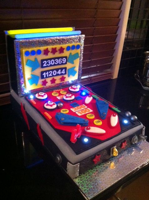 Pinball Machine Birthday Cake My Own Cakes Pinterest