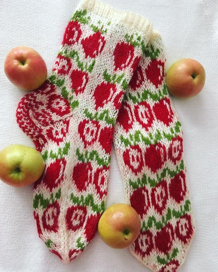 В августе всех поздравляют со Спасом. Яблочек всем молодых, наливных! Яблочный Спас наделяет вас счастьем, Яблочный Спас вам желает любви!