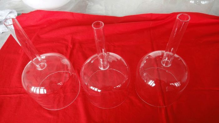 "Main manufacture of Handle clear crystal singing bowl  for years. It is ideal for realigning energy in the body for healing.   1.Introduction of Handle clear crystal singing bowl 6""-10""    Our Quartz Crystal Singing Bowls are made from over 99.9 percent pure quartz crystal, a naturally occurring element.   www.quartzsingingbowl.com  quartz_sara@hotmail.com"