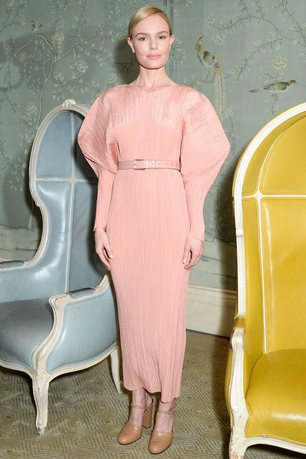 ケイト・ボスワース アートなパフスリーブドレスのエレガントな着こなし。