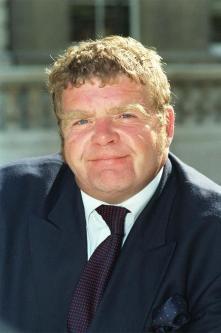 Geoffrey Hughes Dies