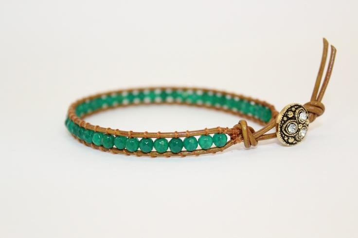 emerald green agathe, 3 mm bead, on natural leather, made by #perlafantastika at www.perlafantastika.nl