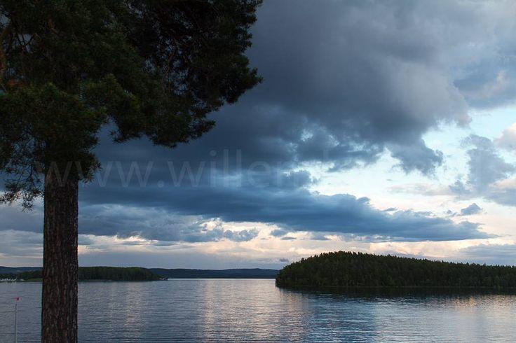 Nog één keer Zweden in een zomernacht. Hoop dat dit jaar weer mee te maken. Alleen dan in Noorwegen... #photography #travelphotography #canon #canonnederland #canon_photos #fotocursus #fotoreis #travelblog #reizen #reisjournalist #travelwriter#fotoworkshop #willemlaros.nl #reisfotografie #landschapsfotografie #instalaros #follow #moto73 #motor #suzuki #v-strom #MySuzuki #motorbike #motorfiets #zweden #visitsweden_ned #fb