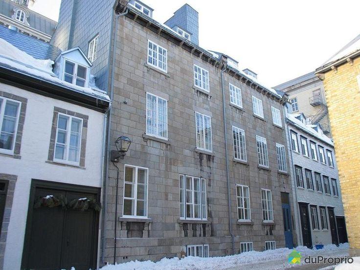 Magnifique condo DIVISE de 1250 pieds carrés, avec murs de pierres et rénovations majeures en plein coeur du Vieux-Québec, sur la tranquille rue Hébert. Il est situé au deuxième étage d'une petite copropriété de 4 logements. Il s'agit d'un grand 6 1/2 (3 chambres, salon, cuisine, salle à manger, salle de bain et verrière(salle de lavage)). La copropriété dispose d'une...