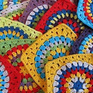 Granny circle and square tutorialCrochet Granny, Crochet Motif, Crochet Circles, Crochet Tutorials, Crochet Squares, Circles Tutorials, Big Circles, Granny Squares, Bright Colors
