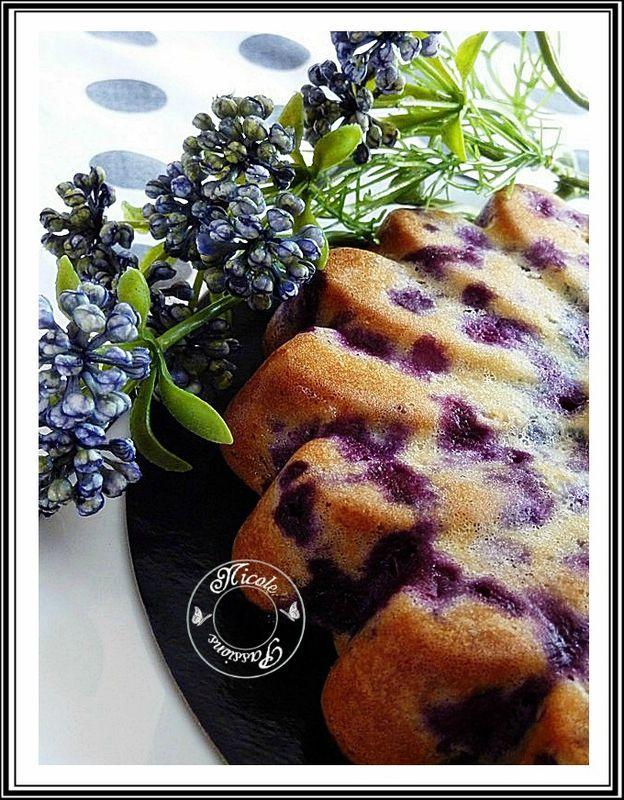 Cake moelleux aux myrtilles et chocolat blanc.....