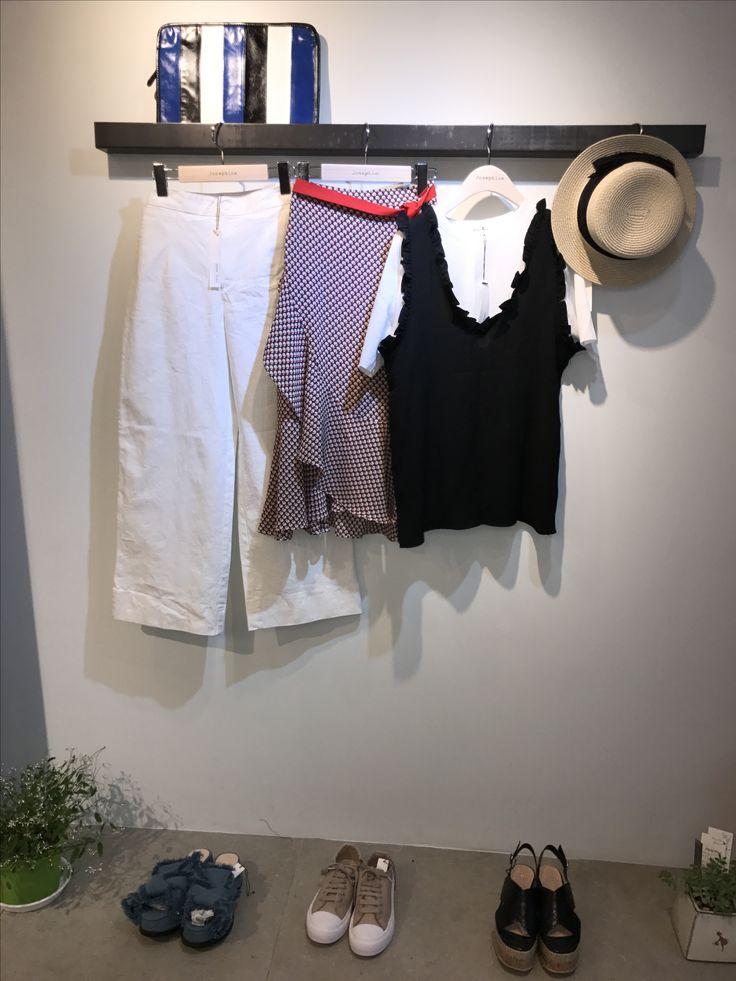 Josephine White & pattern skirt Cute vest. 이화여대5길3 Seoul, Korea