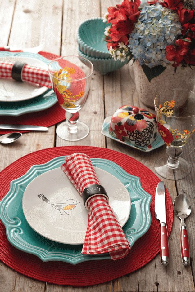 Mix & Match: Aqua Dishes Get an Update | Southern Lady Magazine