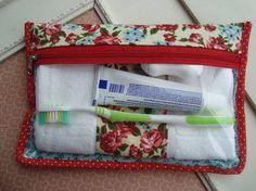 Peregrinando pelo Elo7achei essa necessaire de higiene da loja Donna Frufruque acompanha toalhinha da mesma cor da necessaire, enfim.. tudo muito lindo! Quer comprar? Acesse:http://www.elo7.com.br/necessaire-com-toalhinha/dp/35D79F