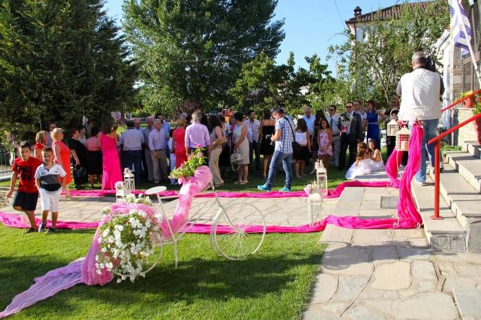 ROSARIO S. - UNITED STATES ΕΚΠΡΟΣΩΠΟΣ ΤΗΣ ΕΛΛΑΔΑΣ Beautiful traditional greek village wedding in kastoria Greece. Love this country and the culture.
