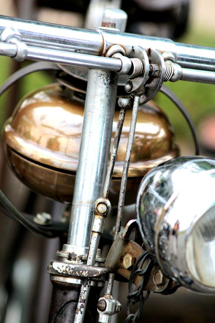 Asesoris Sepeda Onthel Lampu Depan unik dan kuno. BOS Sepeda Onthel - post by http://www.jpgbintaro.com