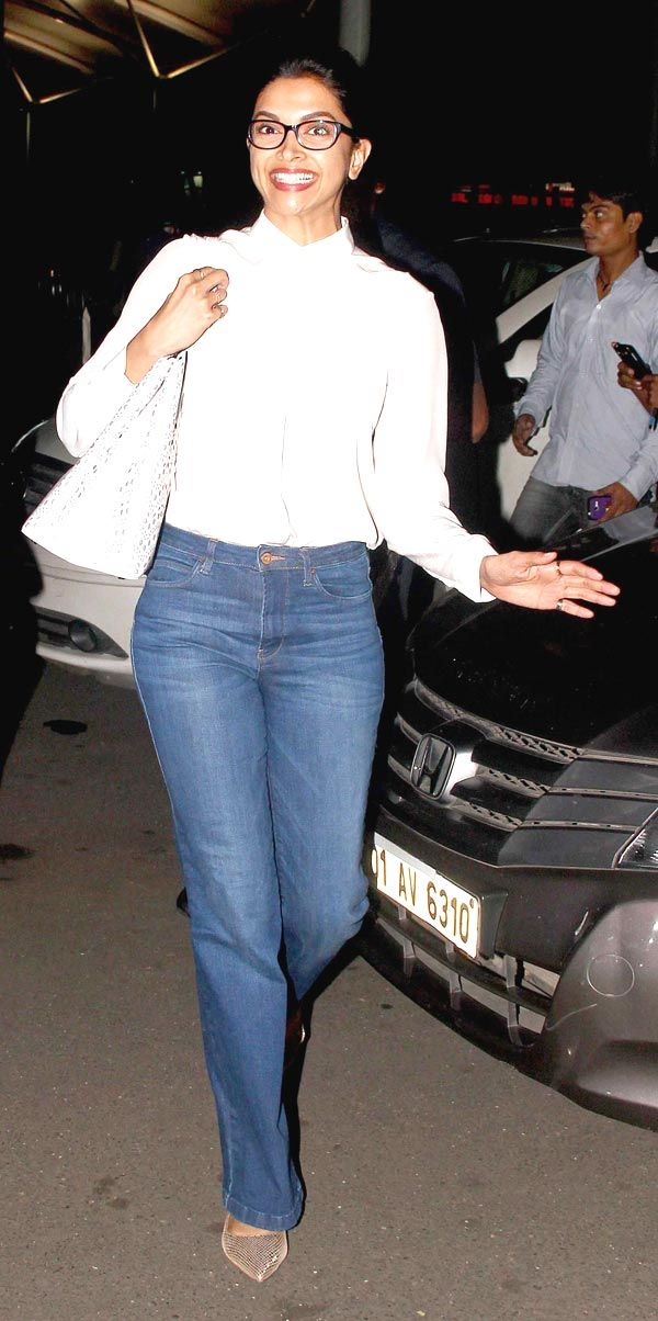 Deepika Padukone giving an epic expression at Mumbai airport.