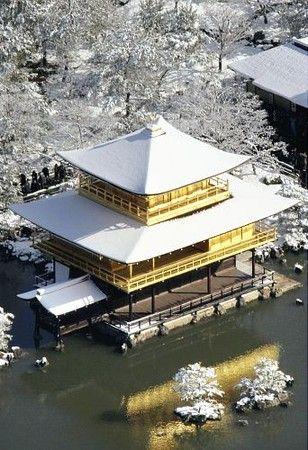 雪化粧した金閣寺 Kinkakiji - Kyoto's Golden Pavillion