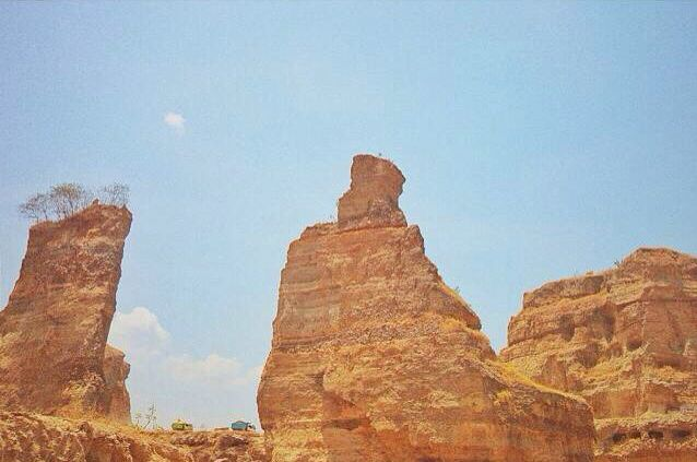 Brown Canyon which is located in Semarang, East Java Province, has a beautiful views and stunning rock formations.