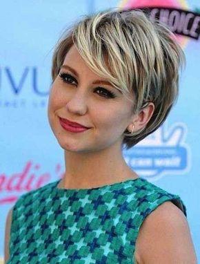 Tagli capelli corti femminili 2014 per viso tondo - Capelli corti lisci con ciuffo laterale