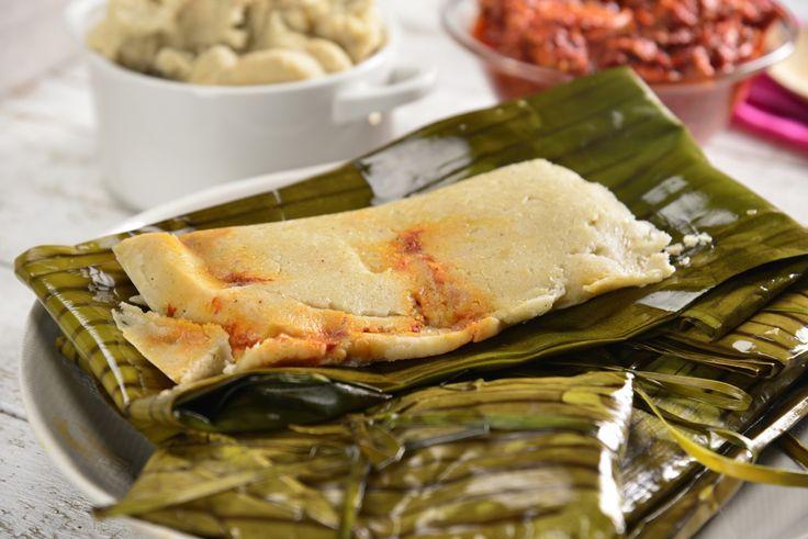 Los tamales oaxaqueños tradicionalmente van envueltos en hoja de plátano, prueba esta receta que sabe deliciosa y te transportará a este estado con su delicioso sabor.