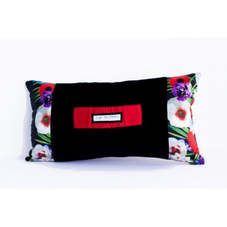 Rectangular pillow Mirna - a colorful pillow that's perfect to color your couch and living room!