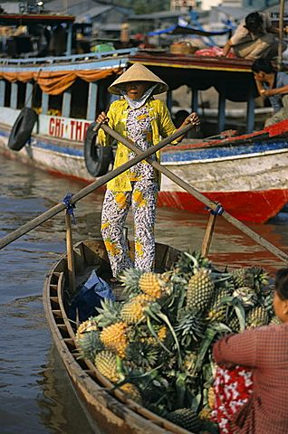 Floating market . Can Tho, Vietnam