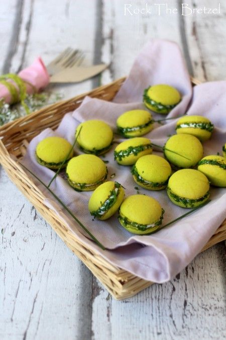 Savoury Macarons - Goats Cheese and Chive! Would you try them? #macarons #french (via rockthebretzel.com)