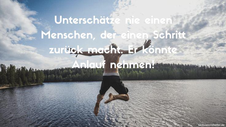 Unterschätze nie einen Menschen, der einen Schritt zurück macht. Er könnte Anlauf nehmen!  #Motivation #Inspiration #Motivationsbilder #Motivationssprüche #Quotes