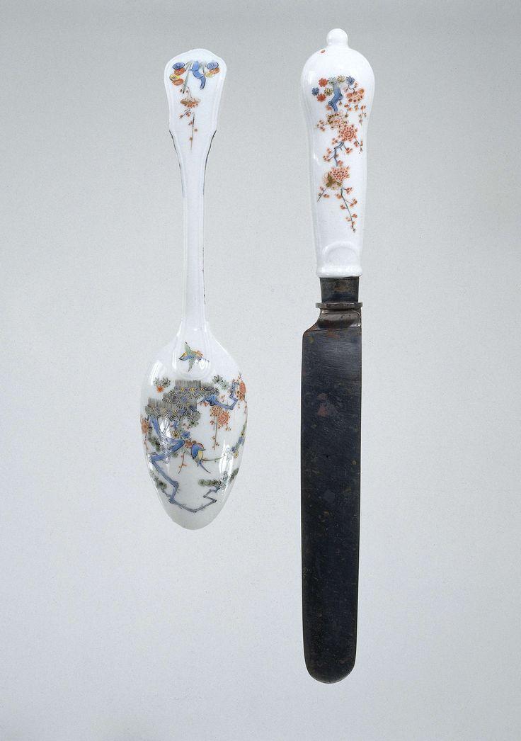 Lepel met een porseleinen heft, veelkleurig beschilderd met een Kakiemon-decor, Meissener Porzellan Manufaktur, 1730 - 1735. Spoon and knife with porcelain handle, polychrome Kakiemon decoration.