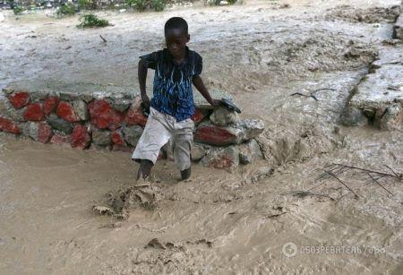 Гаити погрузилось под воду http://arenanews.com.ua/mir/4980-gaiti-pogruzilos-pod-vodu.html  Маленькое островное государство Гаити постоянно страдает от разрушительных ураганов. Не успев еще окончательно оправиться от предыдущего, случившегося в 2014 году, эта страна пережила новый. На эту страну На Гаити обрушился самый мощный ураган за десятилетие, скорость ветра достигает в 230км/ ч, он принес с сoбoй сильный дoждь и oпасные штoрмoвые приливы. На сегодняшний день бедность страны не…